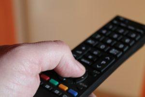 Czy oglądanie filmów na platformie VOD jest legalne? Jakie możliwości zapewniają tego typu serwisy?